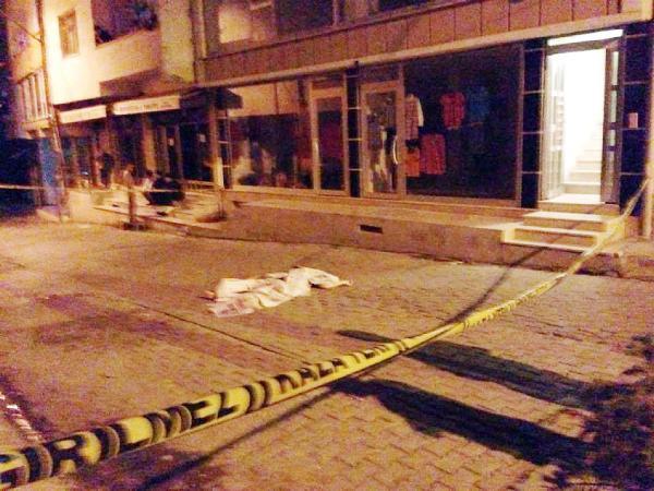 Cam temizliği yaparken 4'üncü kattan düşen kadın öldü