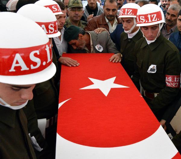 Erzurum şehidini karşıladı (2)