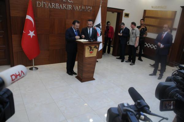 İçişleri Bakanı Altınok, Diyarbakır'daki seçim güvenliği toplantısına katıldı (2)