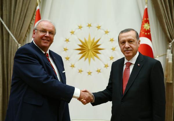 Hollanda ve Almanya büyükelçilerinden Cumhurbaşkanı Erdoğan'a güven mektubu