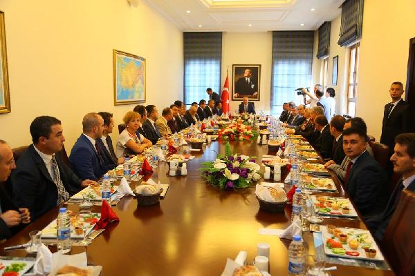 Kurtulmuş: İşçilerin bu süreçte bırakılması Türkiye için önemli bir başarıdır (2)