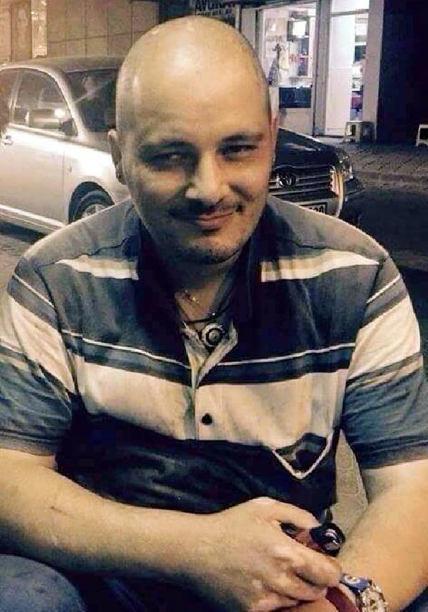 Hamile eşini korumak isteyen polis, bıçaklı kişiyi vurdu