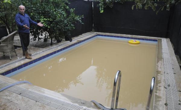 Sapanca'da sel suları çekildikçe zararın büyüklüğü ortaya çıkmaya başladı