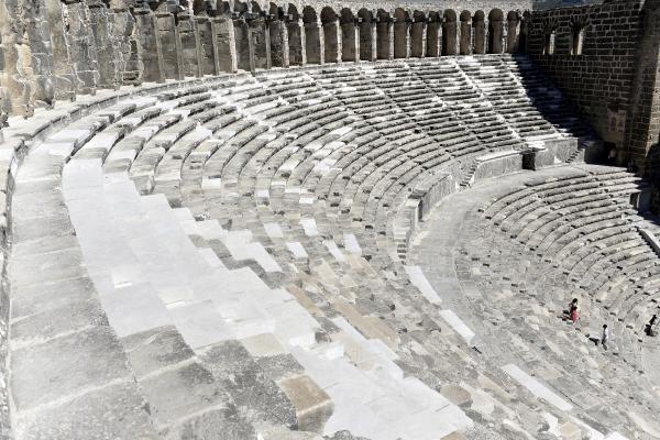 Aspendos'ta denetçi arkeolog şikayetçi olmuş