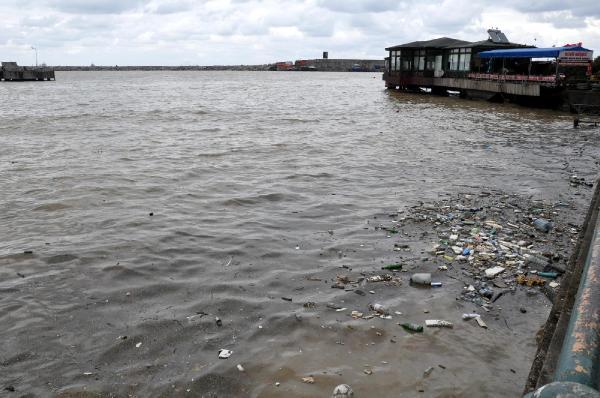 Zonguldak Limanı çöplüğe döndü