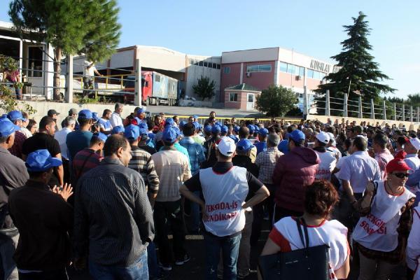 Aliağa'da boya fabrikası işçilerinin eylemi sürüyor
