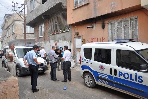 Suriyeli işçiler bıçaklayarak öldürdükleri iş adamını, mutfağa gömüp üzerine beton döktüler