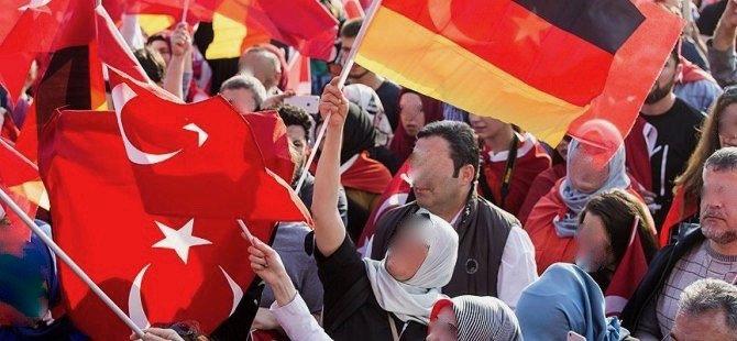 'Mülteciler gelirse, Türkleri göndeririz'