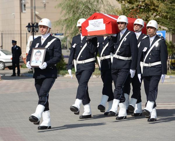Cizre'deki saldırıda yaralanan ve GATA'da şehit olan özel harekat polisi, son yolculuğuna uğurlandı