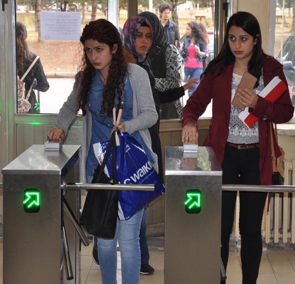 Cumhuriyet Üniversitesi'nde fakültelere turnikeli giriş sistemi