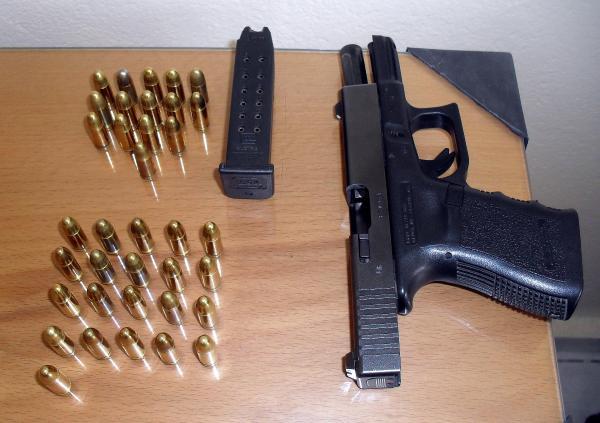 Kayseri'de ruhsatsız tabanca ve uyuşturucuya 2 tutuklama