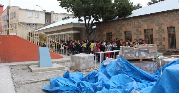 Okul açıldı öğrencilerin tuvalet sorunu çözülemedi