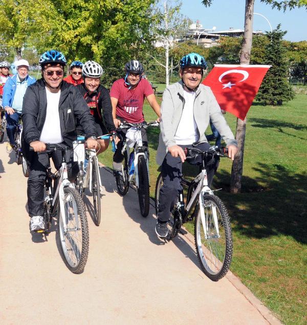 Bakan Müezzinoğlu Bursalılar'la birlikte sağlıklı yaşam için bisiklet kullandı