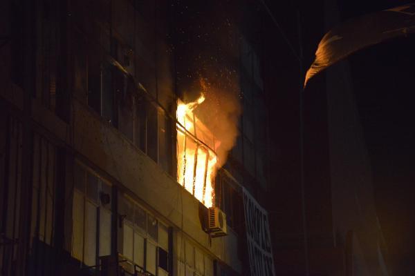 Boş binada korkutan yangın