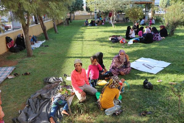 150 Suriyelinin cami bahçesinde yaşam mücadelesi