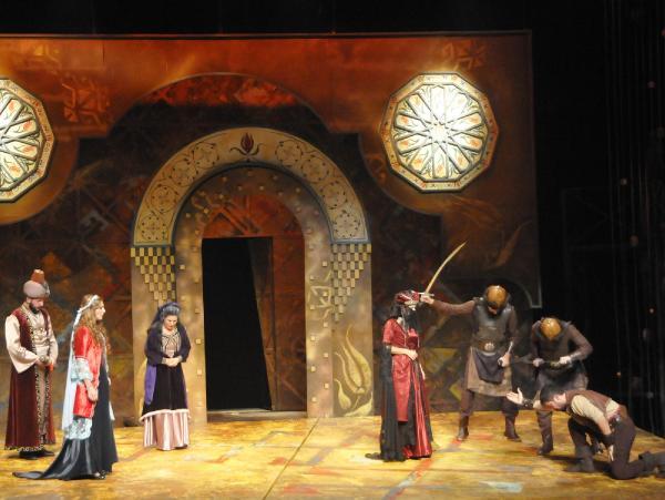 Şehir tiyatroları 'Ferhad ile Şirin' oyunuyla perdelerini açtı