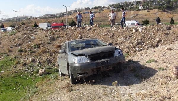 Kadın sürücünün otomobili devrildi: 3 yaralı