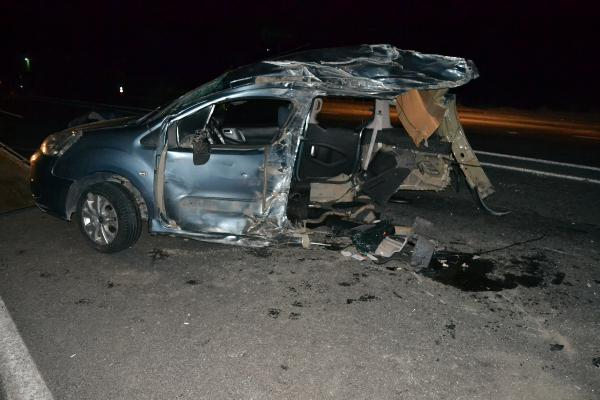 Ahlat'ta trafik kazası: 2'si ağır 16 yaralı