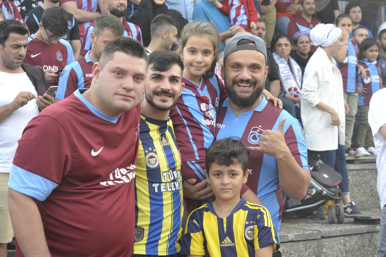 Gurbetçiler Türkiye'ye örnek olsun
