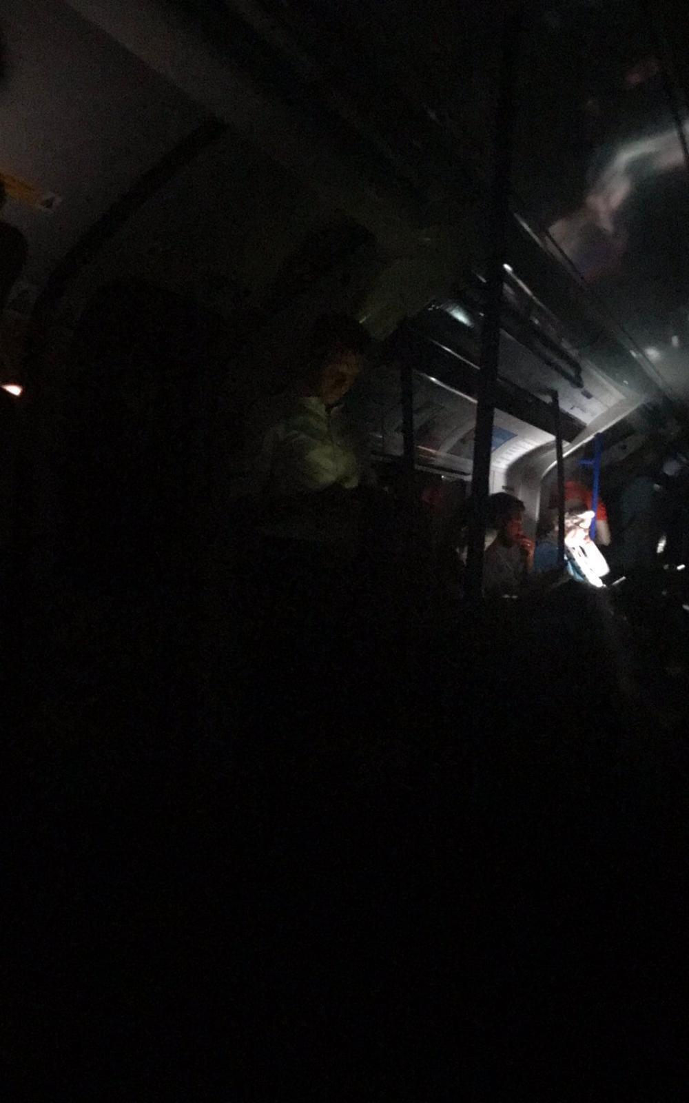 Elektrik kesildi, tren seferleri durdu