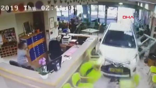 74 yaşındaki sürücü, huzurevine daldı