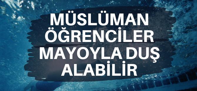 Müslüman öğrenci mayo ile duş aşabilecek