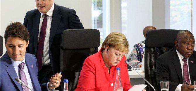 Merkel: Herkes hemfikir