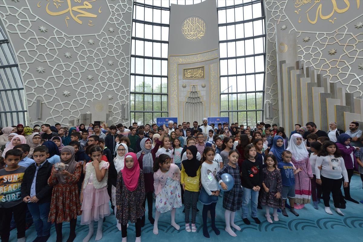 Almanya'da dua ederek okula başladılar