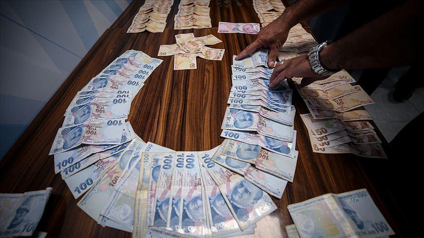 Dilencinin üzerinden 16 bin lira çıktı