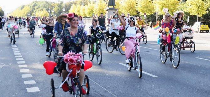 'Süslü Kadınlar' Berlin'de pedal çevirdi
