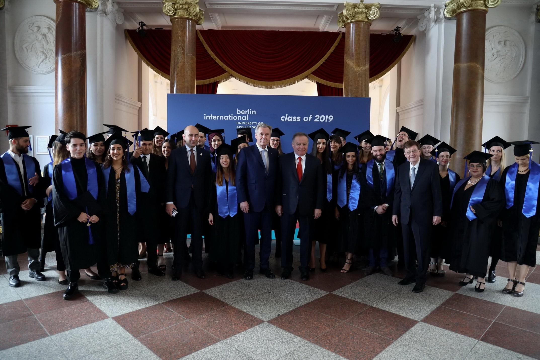 BAU Internatinal 3. dönem mezunlarını verdi