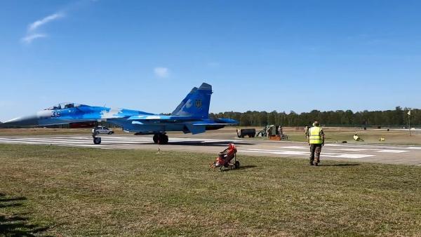 Belçika'da savaş uçağı görevlileri savurdu