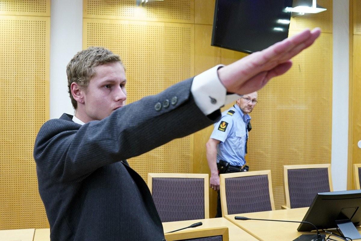 Cami saldırganı mahkemede Nazi selamı verdi