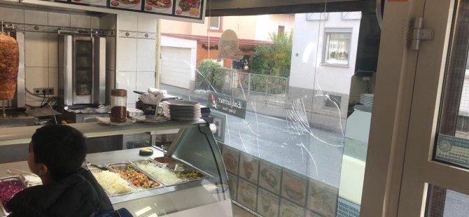 Neo Naziler, Türk lokantasına saldırdı
