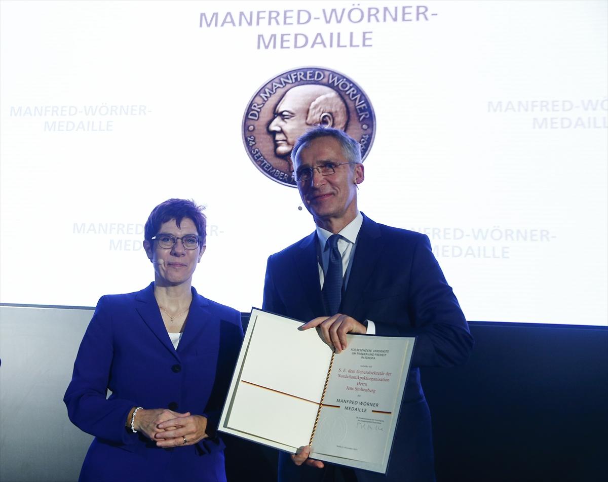 Almanya'dan NATO Genel Sekreteri'ne madalya