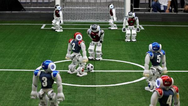 Robot futbolcular, insan rakiplerine karşı
