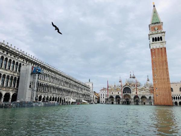 Venedik yeniden sular altında