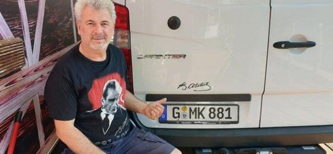 Atatürk aşkını plakaya kazıdı