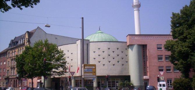 Almanya'da camiye yine bir bomba ihbarı