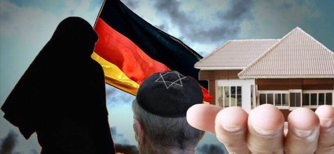 Müslümanlara ve Yahudilere ev verilmiyor