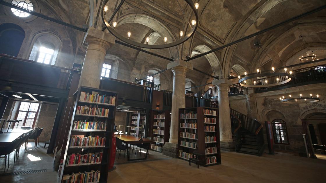 Kiliseyi, şehir kütüphanesine dönüştürdüler