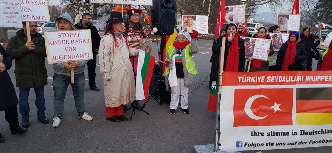 Almanya'da Gençlik Dairesi protesto edildi