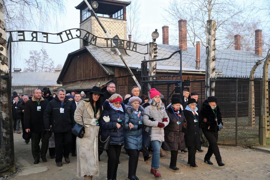 Katliam mağdurları Auschwitz'te