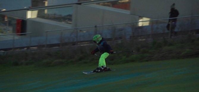 Atık tesisi üzerinde kayak keyfi