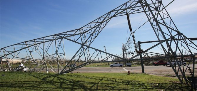 Fırtına nedeniyle 100 bin ev elektriksiz kaldı