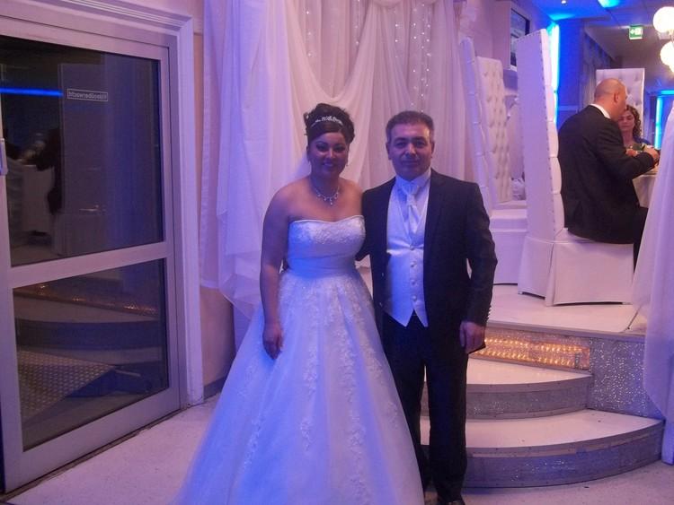 Medet Aslan evlendi