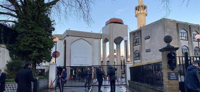 Camiye giren bir kişi müezzini bıçakladı