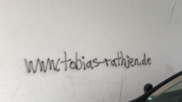 Saldırgan duvara ismini yazmış