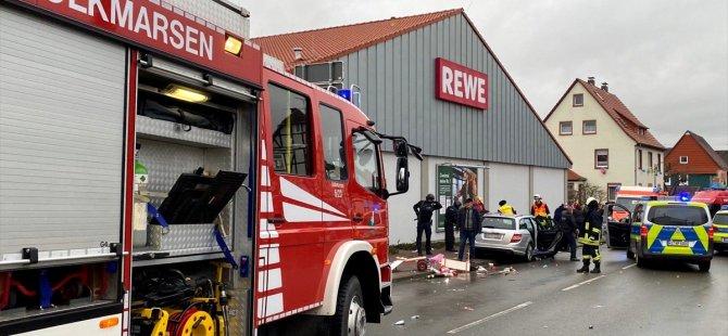 Almanya'da araç kalabalığa daldı: Çok sayıda yaralı