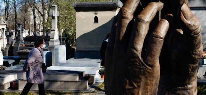 Fransa'da korona ölümleri 8 bini geçti